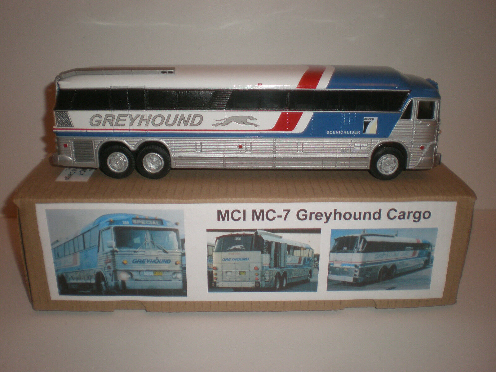 1/43 BUS MCI-7 grigiohound Cargo / 1972  Handmade