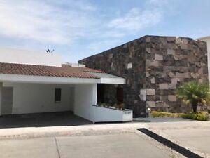 Casa en Venta con amplio jardín en La Vista Country Club