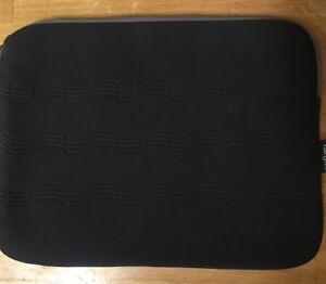 Targus-Slim-Neoprene-Purple-and-Black-Laptop-Bag