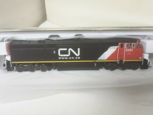 N-Scale Rapido 540515 GE Dash 8-40CM - LokSound and DCC Canadian National 2421