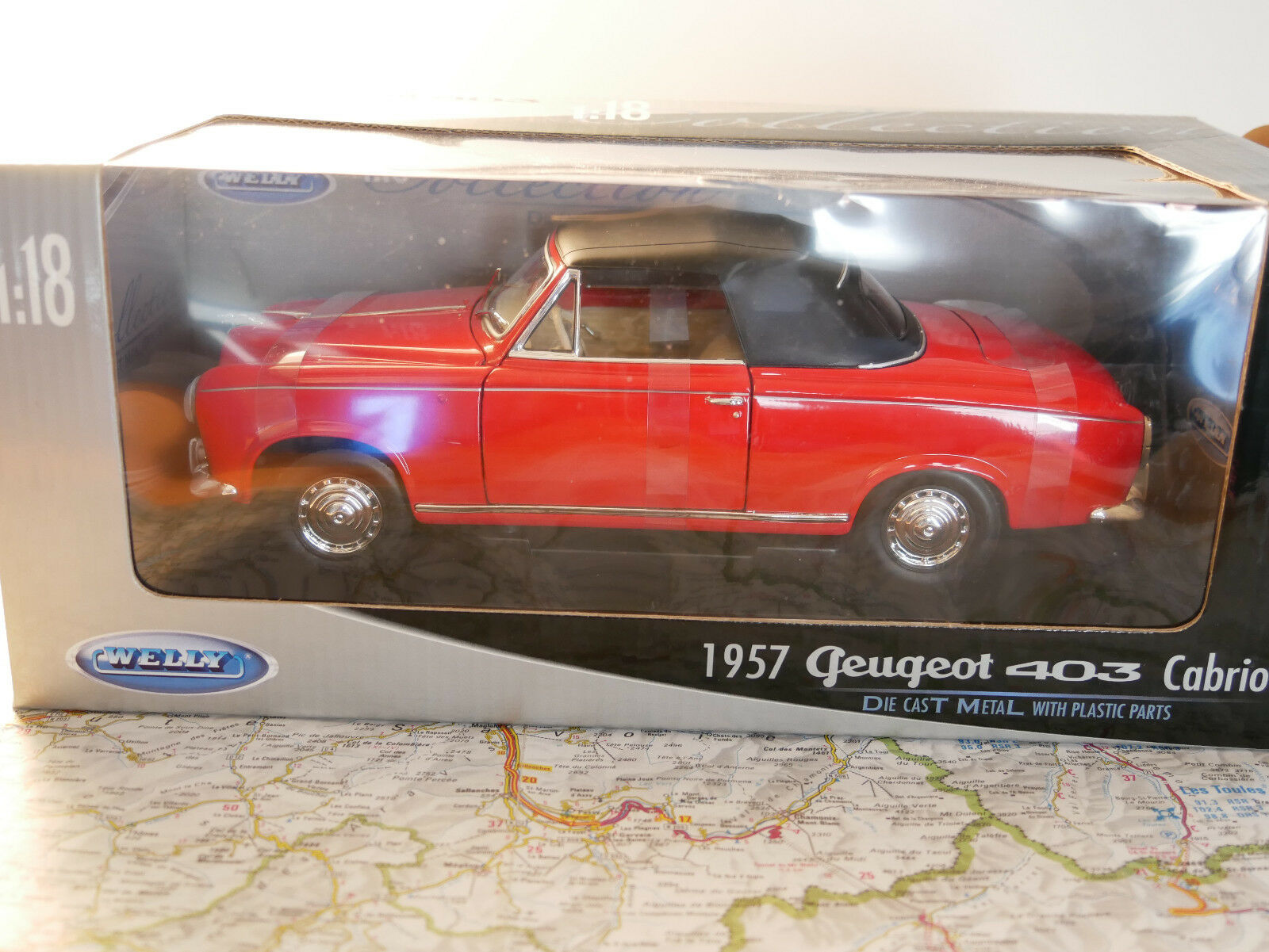 WELLY 1957 PEUGEOT 403 CABRIOLET RED 1 18  ART. 12551W  NEW