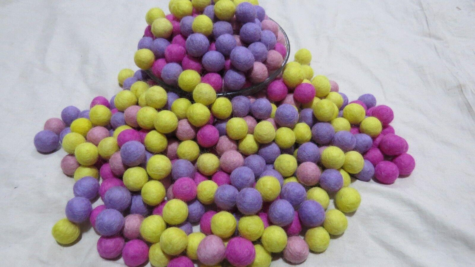 FB49 X Lot 2 2 2 cm DECOR Laine Feutre Balle 20 mm Rose Violet Jaune pompon perles | Bonne Conception Qualité  | Des Matériaux Supérieurs  | Moelleux Et Léger  98702b