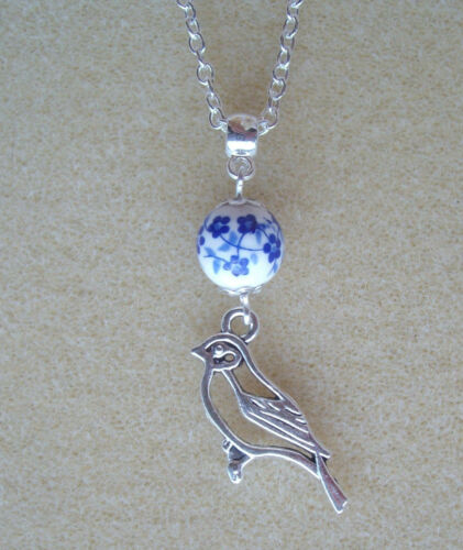 """Pretty Bird Charm Blue and White Flower Bead Pendant 18/"""" Chain Necklace"""
