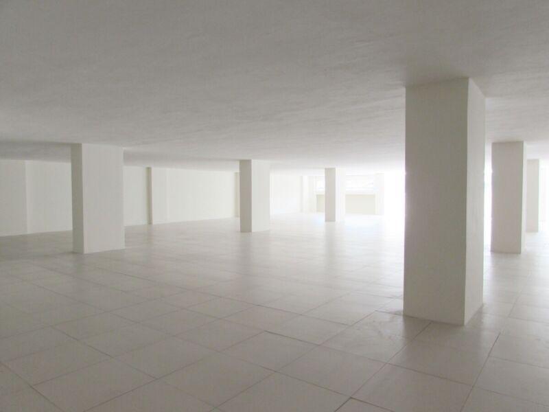 Edificio comercial de 8 pisos en el Centro de la CDMX