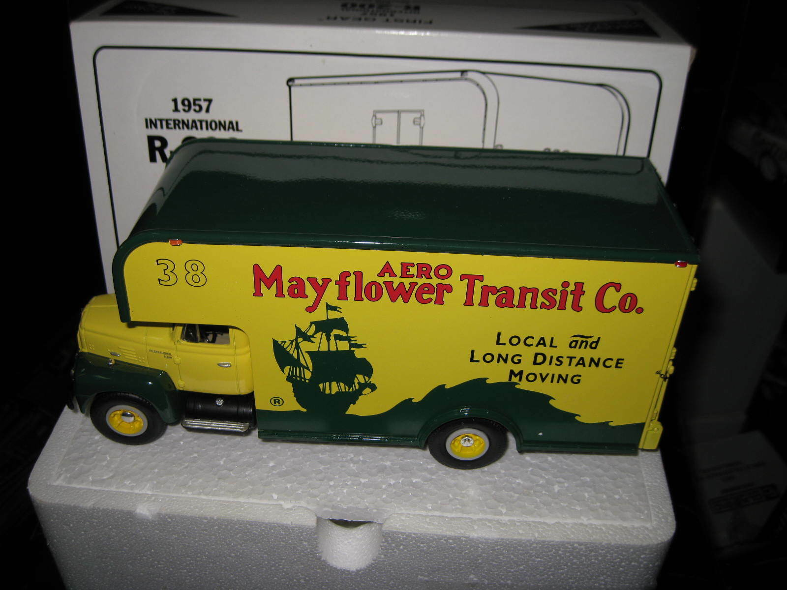 1.34 1st FIRST GEAR 1957 INTERNATIONAL R-200 MOVING VAN MAYFLOWER   18-1471