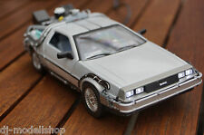 DE LOREAN BACK TO THE FUTURE TEIL 2 MIT LED BELEUCHTUNG(XENON)IN 1:24 NICHT 1:18