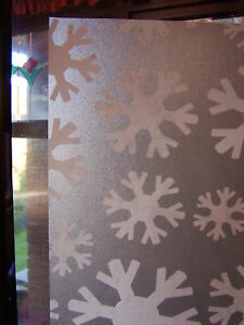 SNOWFLAKE-CHRISTMAS-FROSTY-FROSTED-GLASS-STATIC-CLING-WINDOW-COVERING-1m-X-45cm