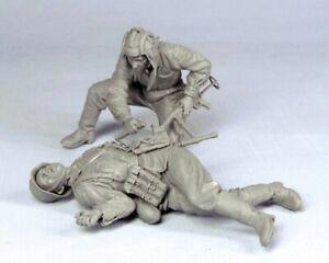 1-35-Resin-WWII-Soviet-Soldier-amp-German-Corpse-Unpainted-Unbuild-BL536
