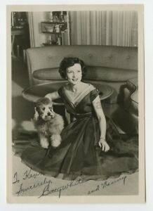 Betty-White-Iconic-American-Actress-Signed-8x10-Photograph