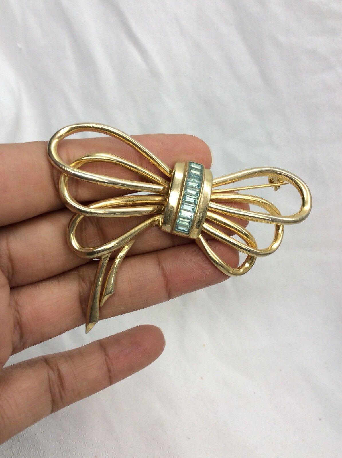 Beautiful Vtg Les Bernard Retro bluee Rhinestone Bow gold tone Pin brooch