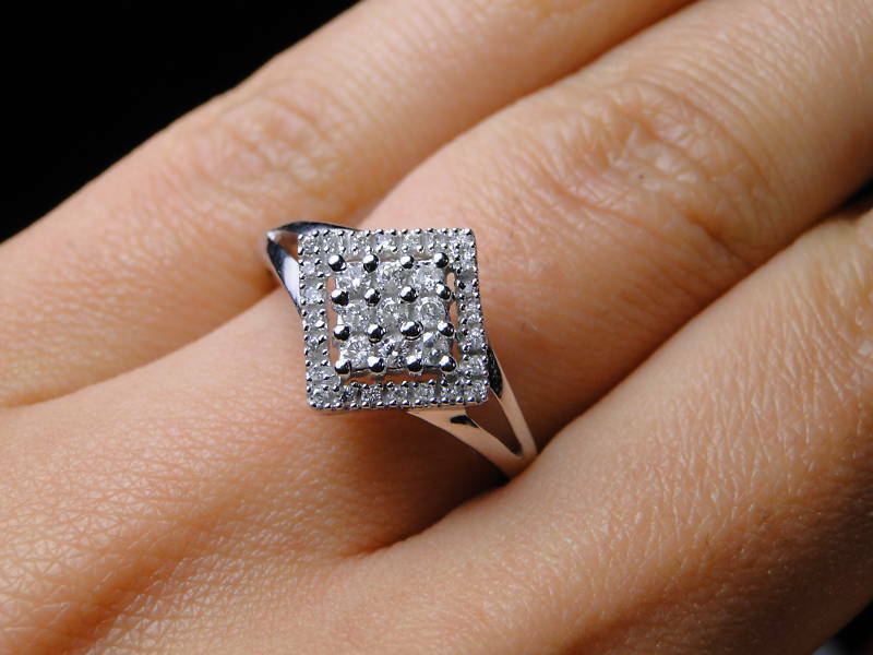 BEAUTIFUL 10KT  WHITE gold 0.24CT DIAMOND LADIES RING