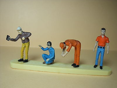 4  FIGURINES 1//43  SET 70  RACING  TEAM    VROOM  A  PEINDRE