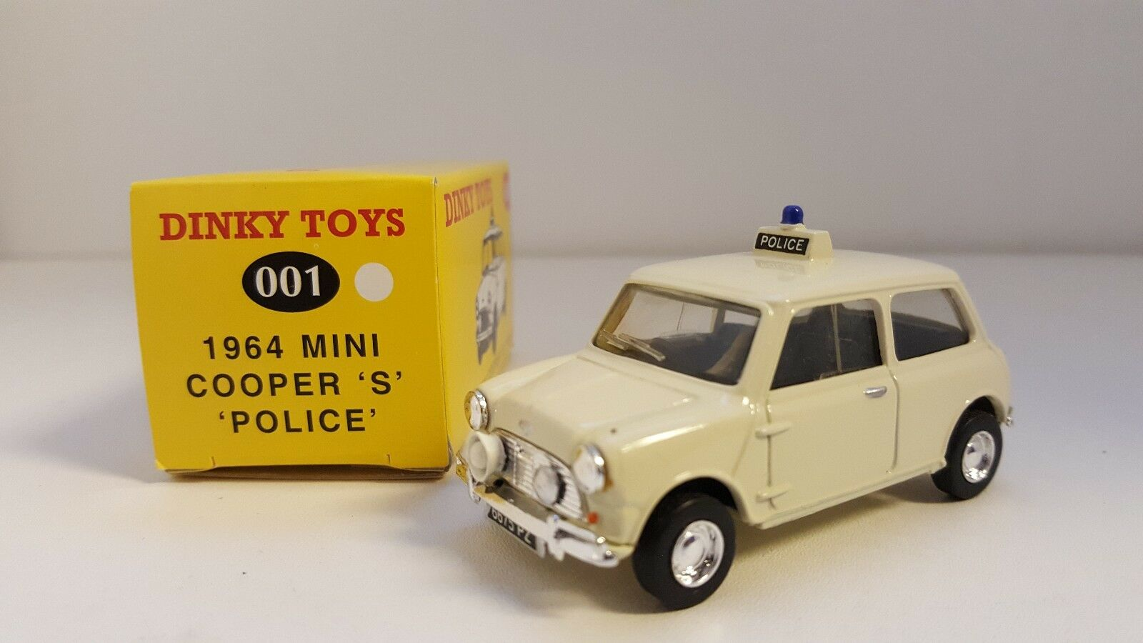 Dinky Juguetes (Code 2) - Mini Cooper S Police