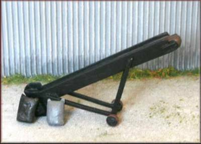Knightwing B20 Mobile Gravel, Coal, Builders Yard Conveyor with Sacks OO Gauge