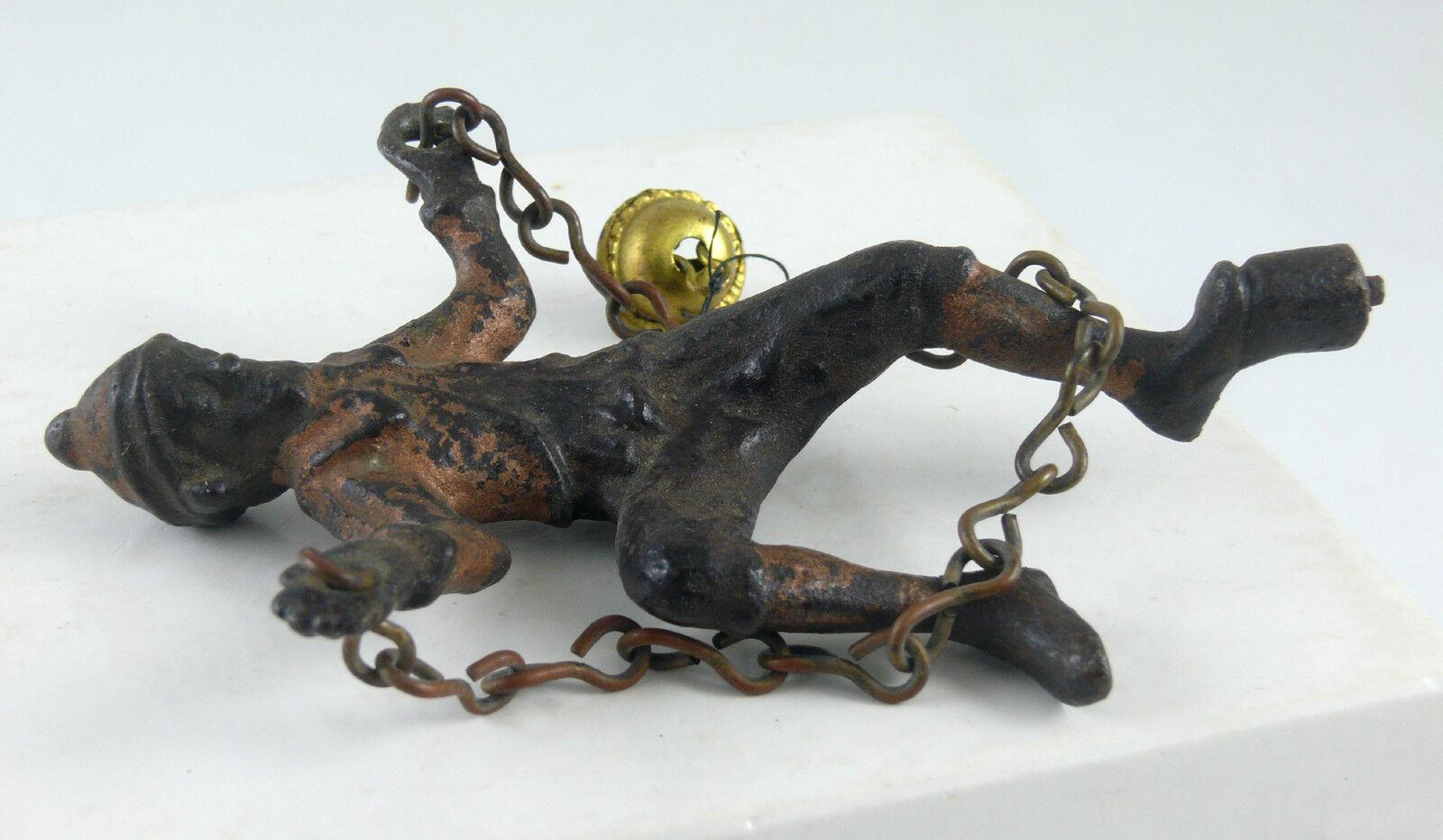 calidad garantizada C-1890's-1910 cadena cadena cadena de hierro fundido Tramp figura con para Gong Campana De Juguete  tienda de bajo costo