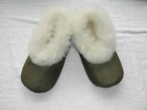 8776e03df3f2 From Peru Olive Green Suede White Alpaca Fur Slippers Size W 9