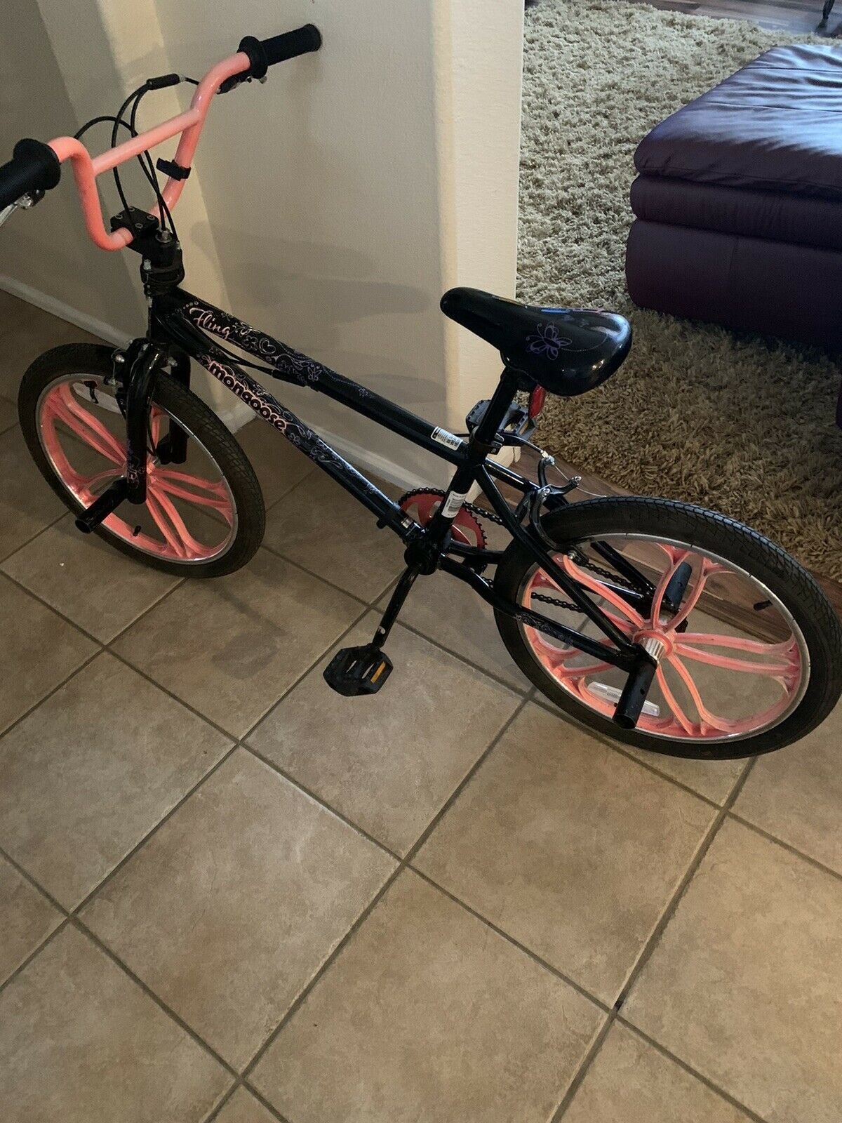 Girls 20 Mongoose Bmx Bicycle W Training Wheels For Sale Online Ebay