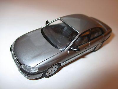 Opel Omega B Limousine saloon in grau grise grey metallic, Schuco in 1:43!