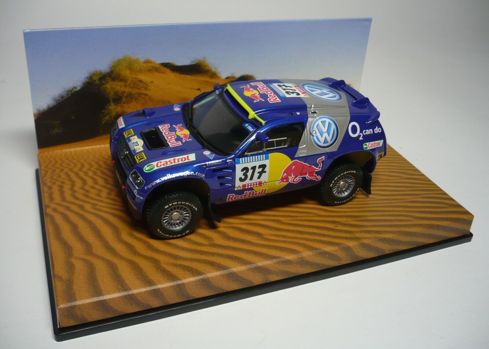 UN VW RACE TOUAREG  317 PARIS DAKAR 2005 1 43 MINICHAMPS