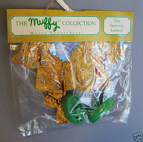MUFFY CLOTHES SEWING LESSON OUTFIT No American Bear NIB