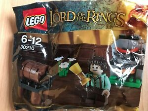 LEGO-LORD-OF-THE-RINGS-FRODO-BAGGINS-WITH-COOKING-CORNER-SET-30210