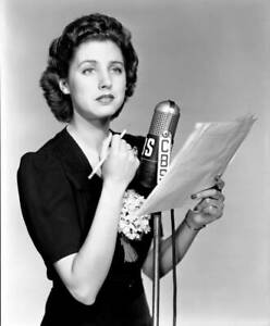 OLD-CBS-RADIO-PHOTO-Elizabeth-Reller-on-the-radio-program-Young-Dr-Malone-4