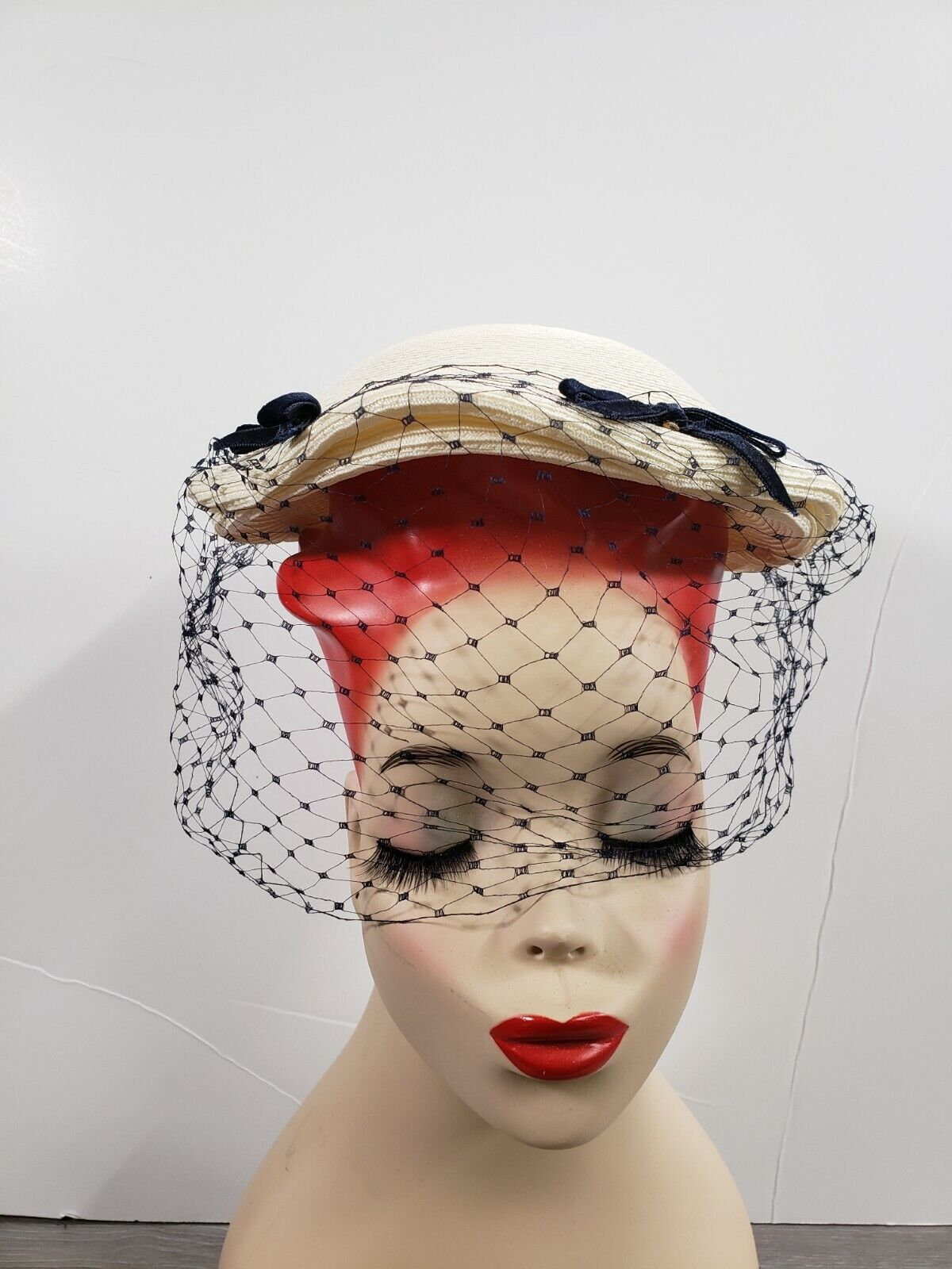 VINTAGE 1950's OFF WHITE JULIETTE PILL BOX HAT WITH VEIL THE MARSTONS COMP