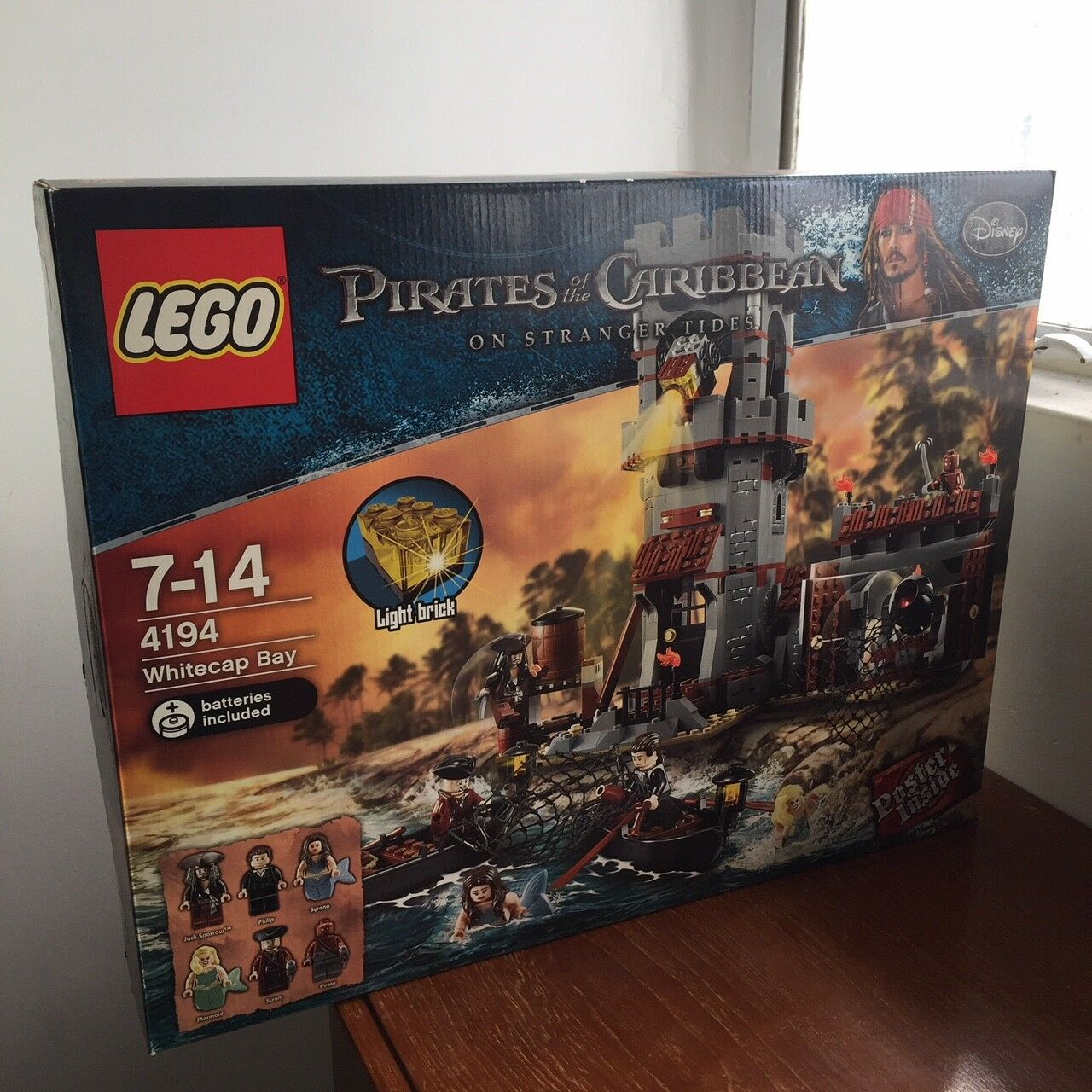 NEW Lego Pirates of the Caribbean 4194 Whitecap Bay SEALED 2011