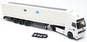 Herpa-Albedo-222001-Volvo-FH-12-Sattelzug-UN-weiss-UNO-Militaer-LKW-1-87-H0