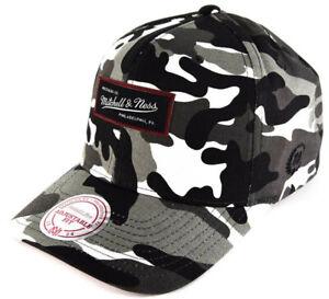 Mitchell & Ness 110 Curved Woodland Camo Grau Urban Snapback Cap Herren Kappe