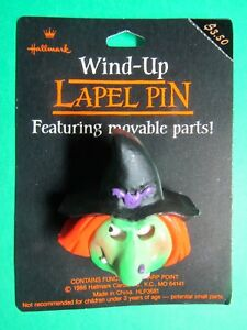 HALLMARK-WITCH-HALLOWEEN-HOLIDAY-WIND-UP-LAPEL-PIN-NOC-HLP3681-H17