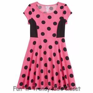 Girl being polka dot black pink men tea