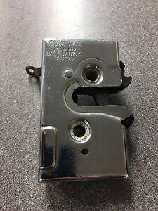 CHROME-LEFT-HAND-DOOR-LOCK-CATCH-AUDI-80-90-8A2-837-015A-8A2837015A