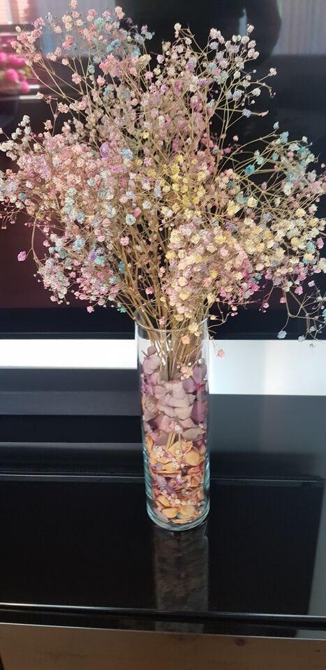 Glas vase og tørr blomster