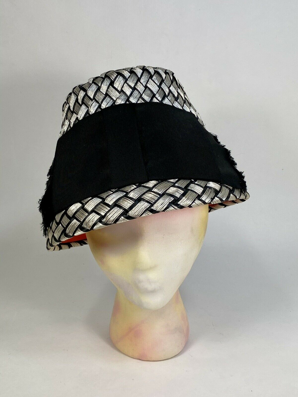 Vintage 1960's 60s Silver & Black straw 'bucket' style hat by LESLIE JAMES + box