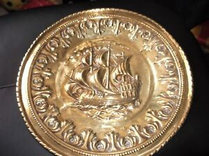 VINTAGE-BRASS-WALL-3D-RELIEF-PLATE-GALLEON-FULL-SAIL-DESIGN-TWIST-RIM-12-034-DIA