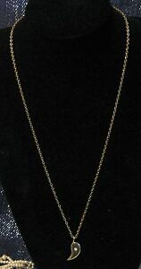 Lovely-gold-tone-metal-necklace-with-pedant-with-small-white-stone