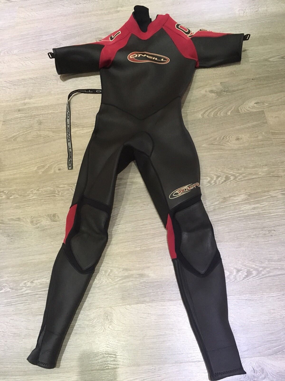 O'NEILL WET SUIT SIZE MS
