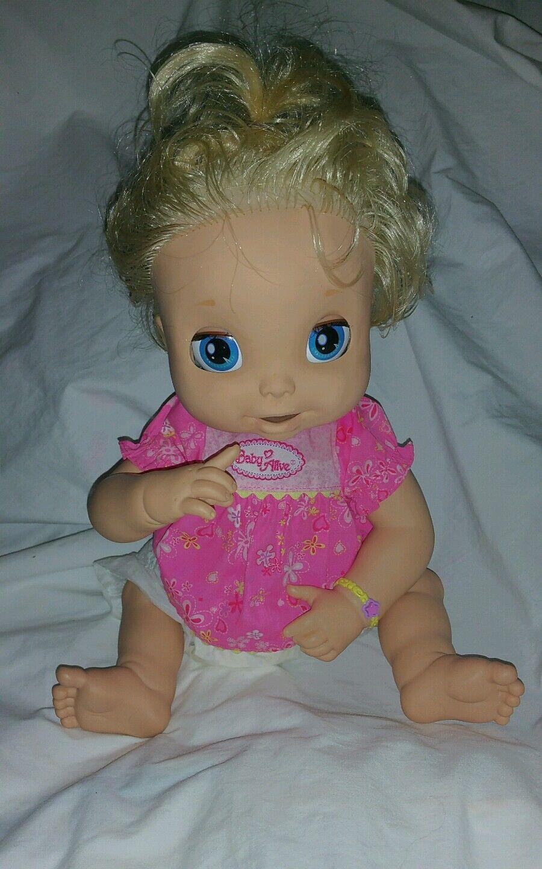 2006 Hasbro Baby Alive Muñeca que habla Rubia Suave Cara inglés Camisa Pañal