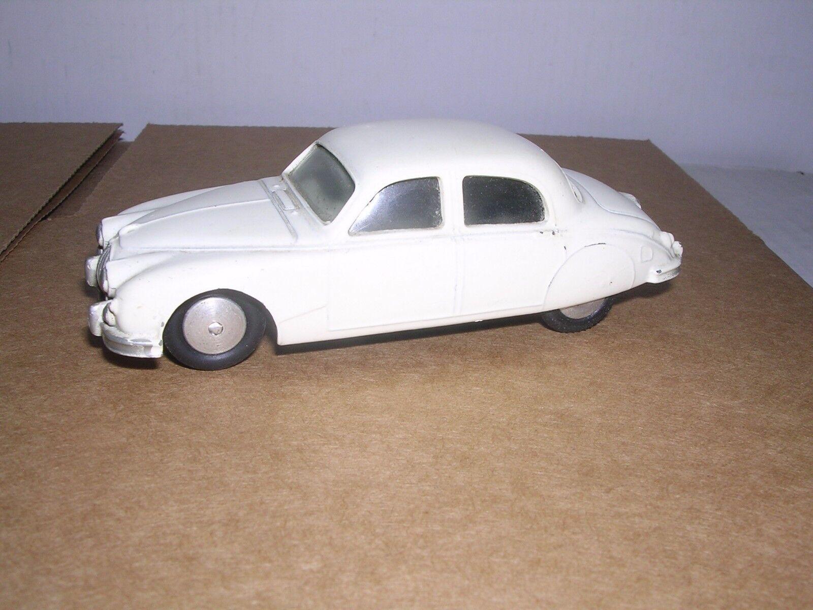 CORGI TOYS  Jaguar 2.4 Litre Sedan  White  Built-up  O Scale 1 43