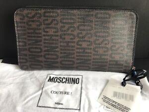 NWT-Moschino-Monogram-Unisex-X-LargeSize-Zip-Around-Wallet-In-Dark-Brown-amp-Black