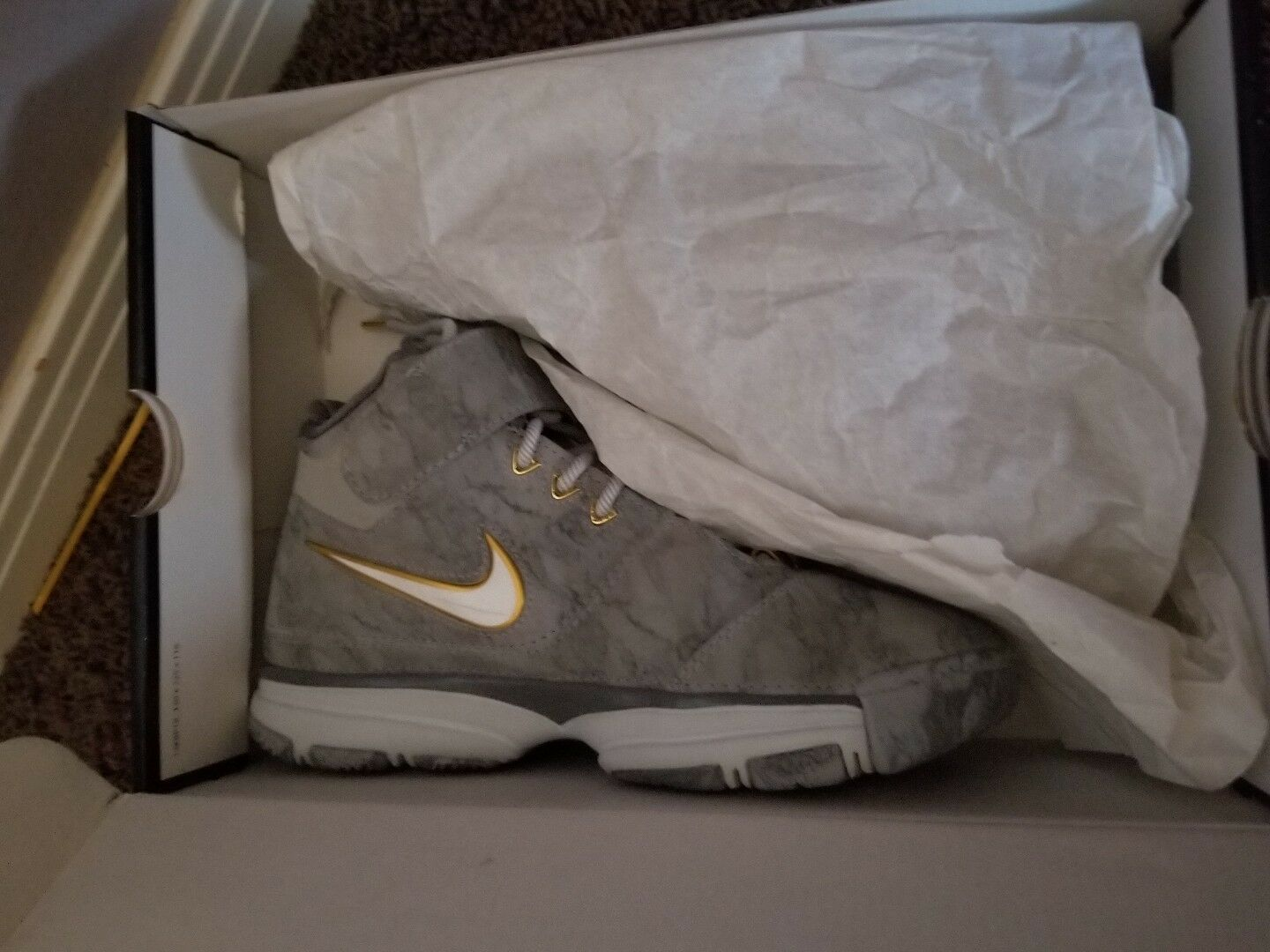 Kobe prelude 2 size 6.5 y. Vnds. 9.5 10 condition.