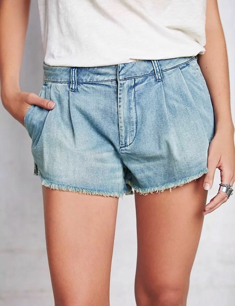 Free People Chelsea pleated denim Jean Shorts size 25