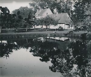 BOURGTHEROULDE-c-1900-20-Maison-Chaumiere-Etang-Eure-NV-1531