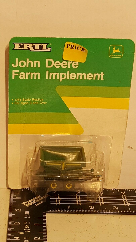 Ertl John Deere fertilizer spreader 1 64 diecast farm implement replica