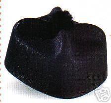 Chapeau-Cure-barrette-noir-pompom-CURE-DEGUISEMENT-MOINE-PRETE