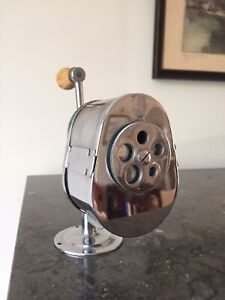 EL-CASCO-SACAPUNTAS-DE-MANIVELA-PENCIL-SHARPENER-AFILALAPICES