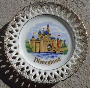 Decorative-Hanging-6-039-039-Plate-Walt-Disney-039-s-Disneyland-Castle-Gold-Trim