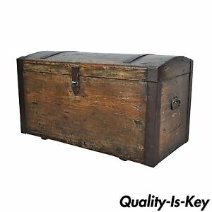 vintage distressed dome top primitive treasure blanket chest trunk coffee table ebay. Black Bedroom Furniture Sets. Home Design Ideas