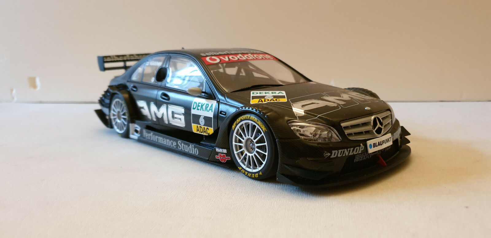 MERCEDES BENZ AMG DTM 2007 C-CLASS  V8 MIKA HAKKINEN  6 1 18 AUTOART  réductions incroyables